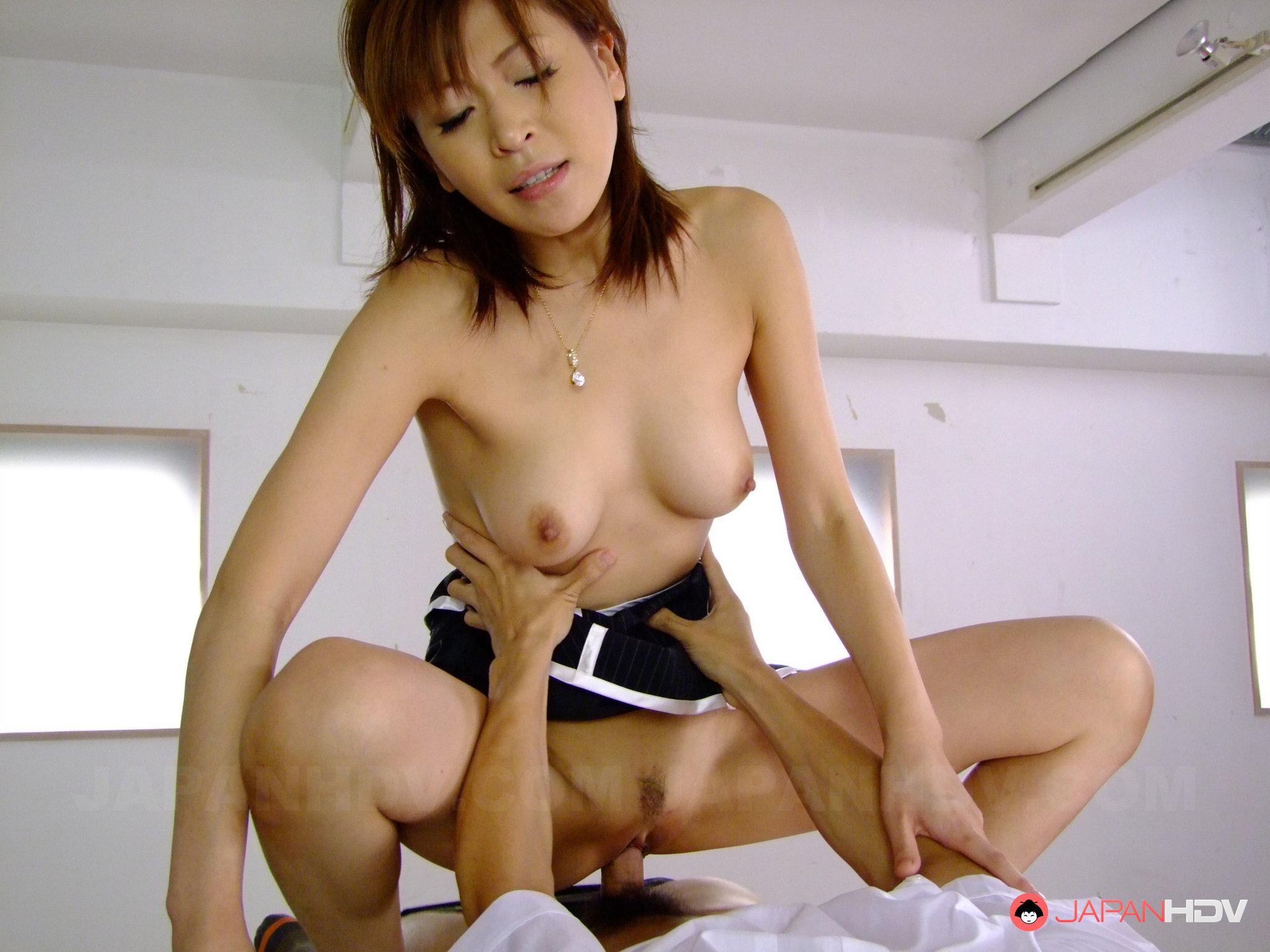 porno-yaponki-v-odezhde